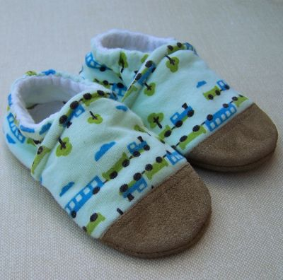 Snow and Arrow Train Slippers, sz 2T